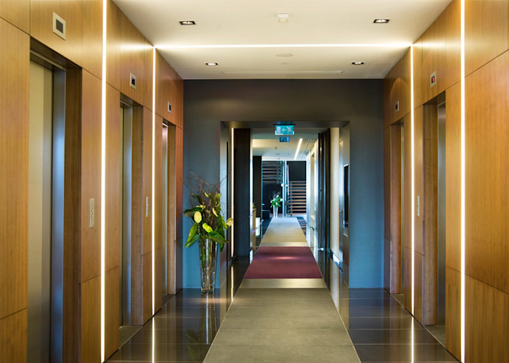 Modern Corridor, Hallway and Staircase by CCT INVESTMENTS Modern