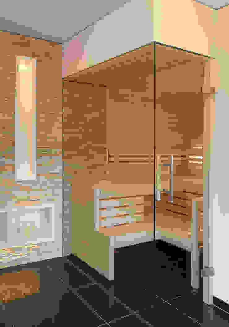 Glasfront mit Tür über Eck Erdmann Exklusive Saunen Moderne Badezimmer