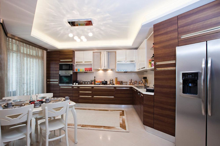 Modern style kitchen by CCT INVESTMENTS Modern