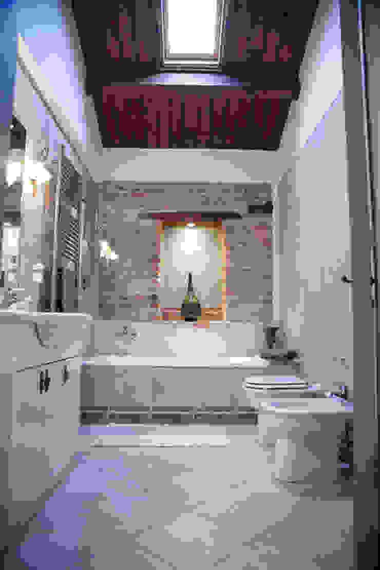 Rustic style bathroom by Ing. Vitale Grisostomi Travaglini Rustic
