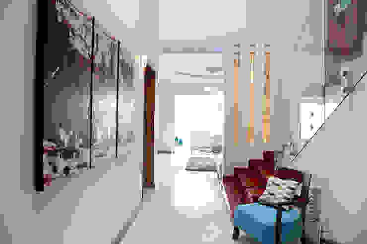 Modern Corridor, Hallway and Staircase by arketipo-taller de arquitectura Modern
