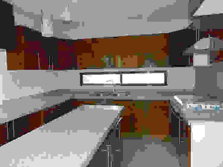 Modern kitchen by ECNarquitectura Modern