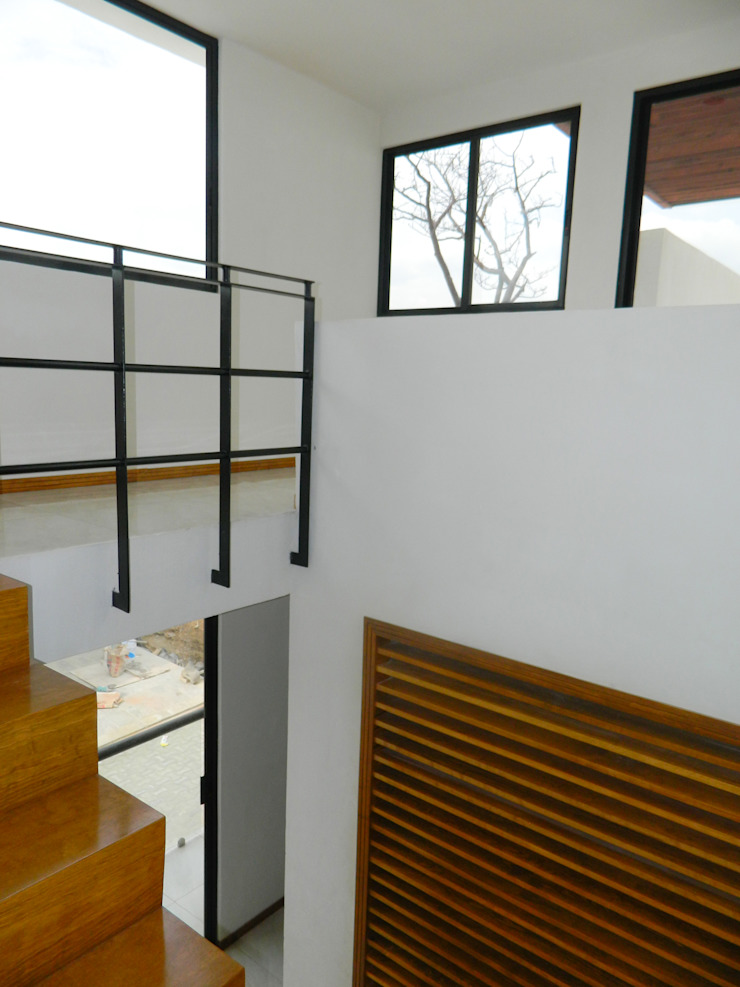 Modern Corridor, Hallway and Staircase by ECNarquitectura Modern