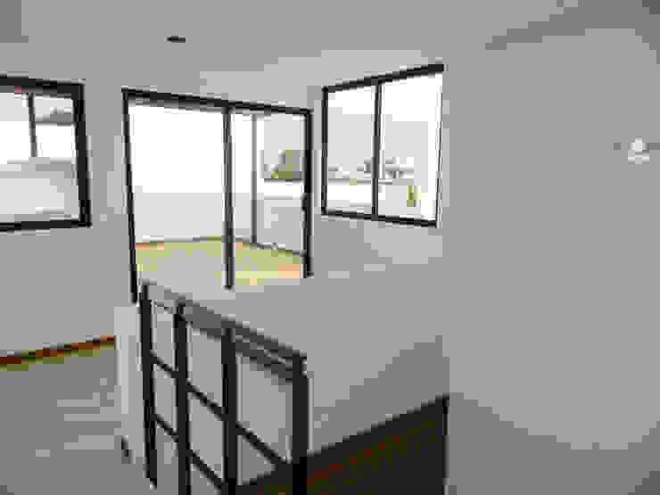 Modern balcony, veranda & terrace by ECNarquitectura Modern