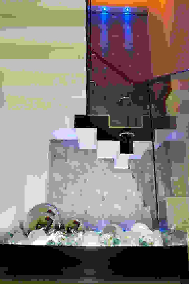 escalera Pasillos, vestíbulos y escaleras modernos de arketipo-taller de arquitectura Moderno