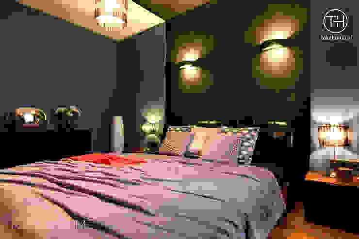 USZYTE NA MIARĘ Nowoczesna sypialnia od TOKA + HOME Nowoczesny Drewno O efekcie drewna