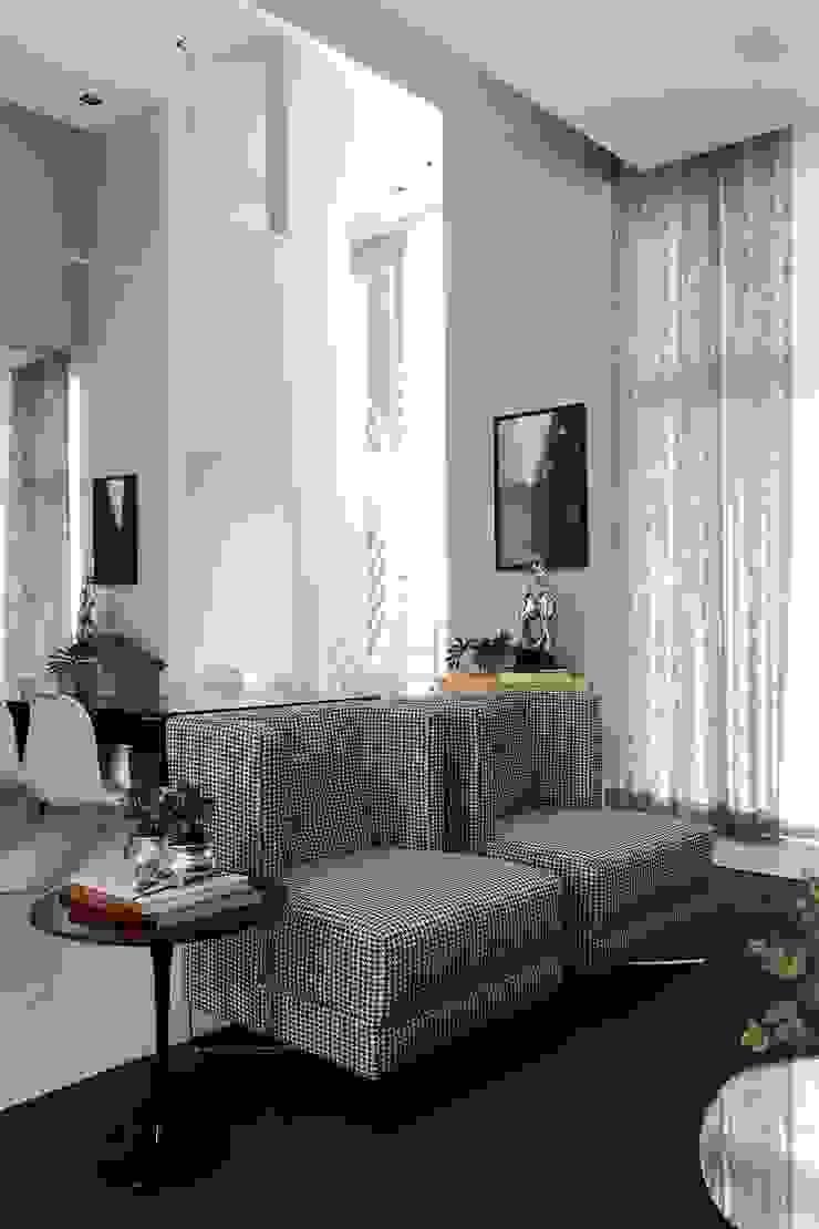 CASA PV59 Salas de estar modernas por RODRIGO FONSECA | ARQUITETURA E INTERIORES Moderno