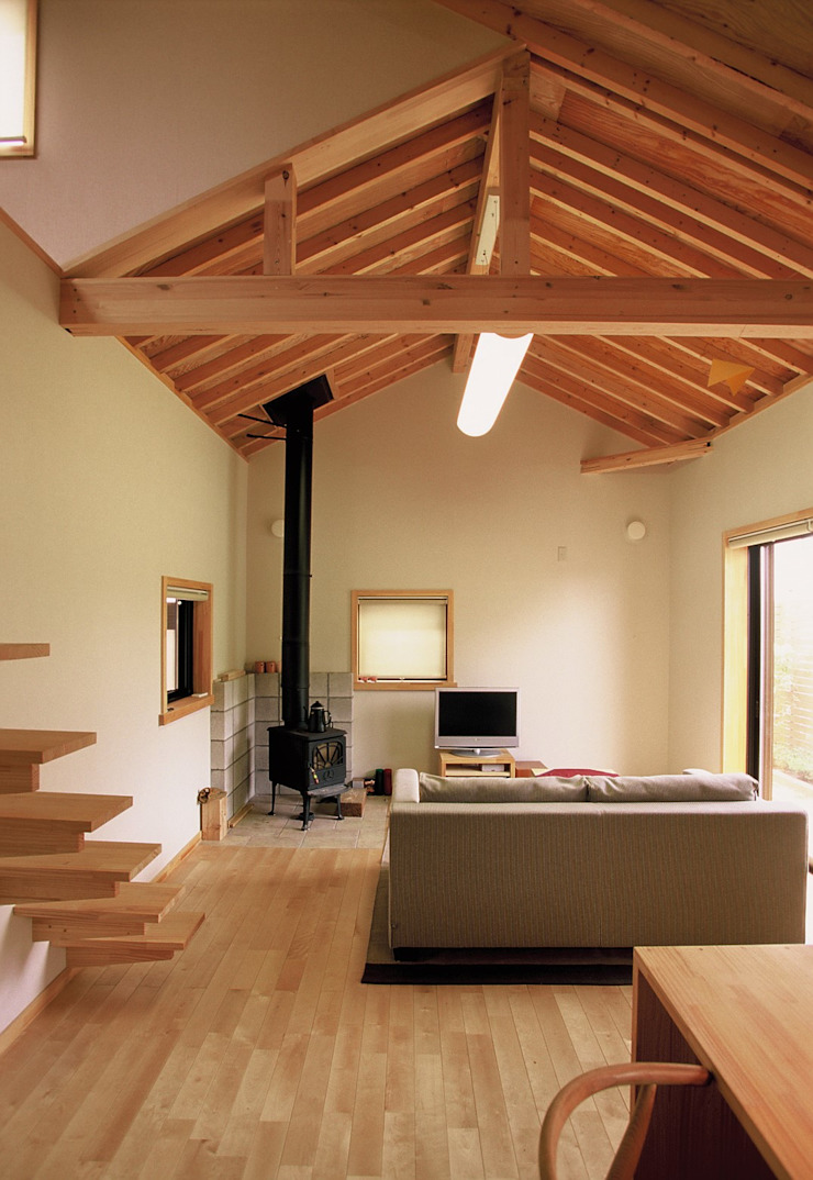 (株)バウハウス Living roomFireplaces & accessories