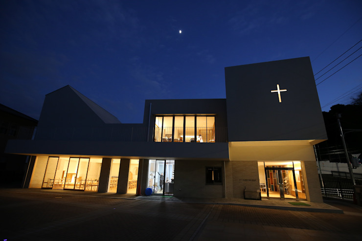 浄水通りカトリック教会(福岡) モダンな 家 の 株式会社ライティングM モダン