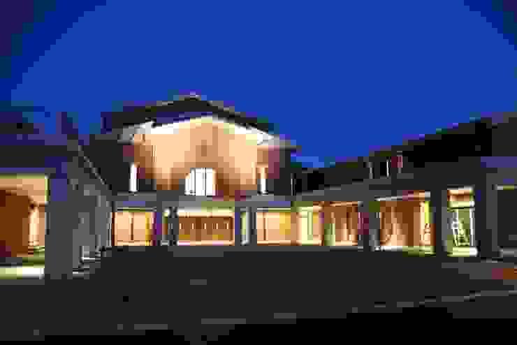 Modern home by 株式会社ライティングM Modern