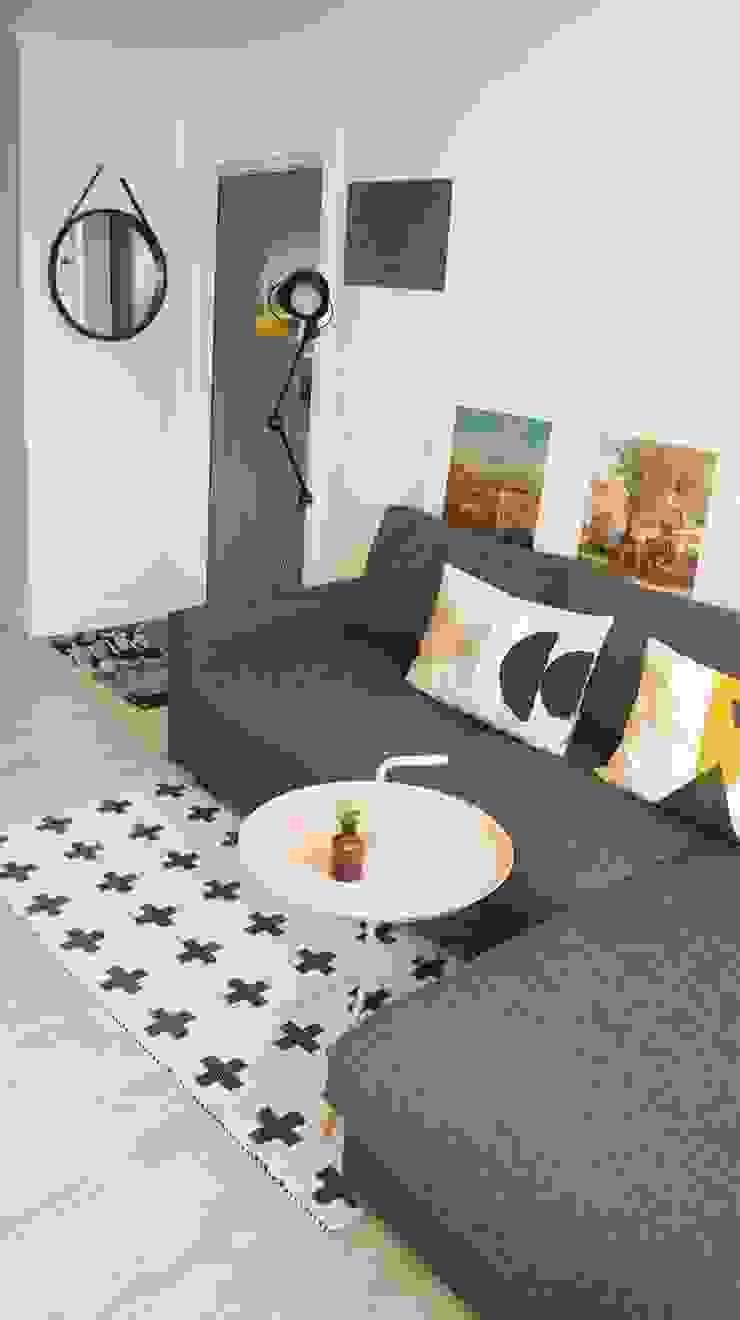 Ruang Keluarga Gaya Skandinavia Oleh toki Skandinavia