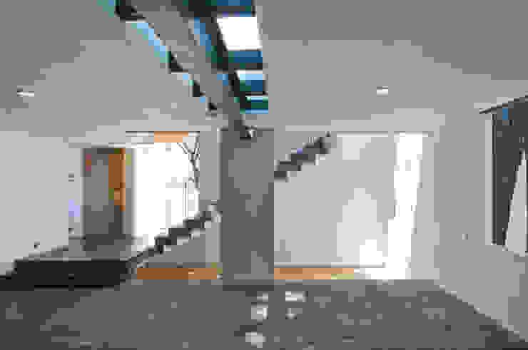 Projekty,  Korytarz, przedpokój zaprojektowane przez alexandro velázquez, Nowoczesny
