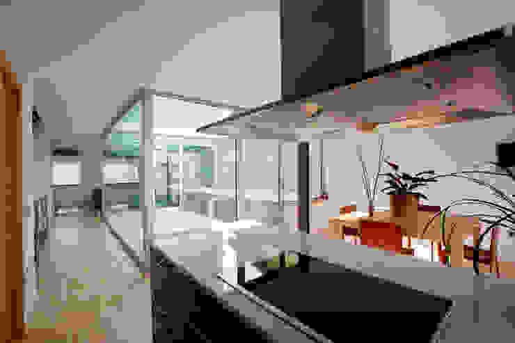 Vista interior cocina Cocinas de estilo moderno de Comas-Pont Arquitectes slp Moderno