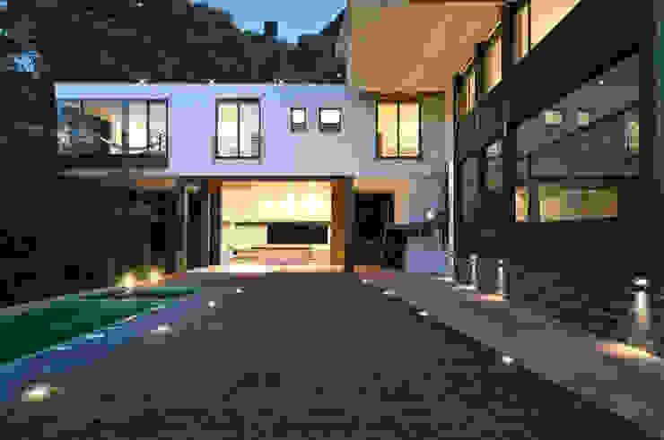 Modern Garden by alexandro velázquez Modern