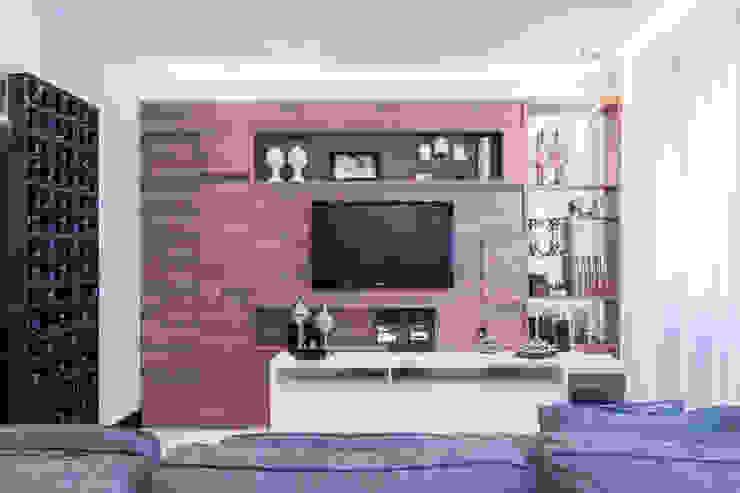 03_Projeto de Interiores Salas de estar modernas por Paula Carvalho Arquitetura Moderno
