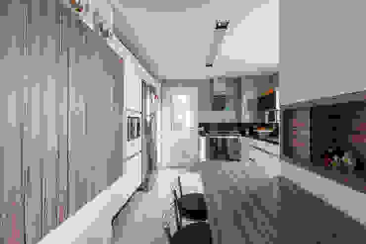 04_Projeto de Interiores Cozinhas modernas por Paula Carvalho Arquitetura Moderno