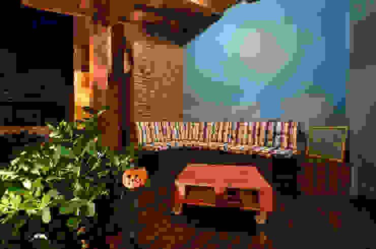 Balcones y terrazas tropicales de Arquitetando ideias Tropical