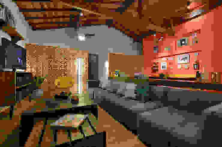 Soggiorno in stile tropicale di Arquitetando ideias Tropicale