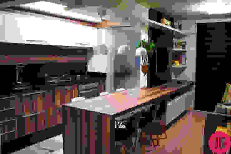 Apartamento jovem por USINA INTERIOR DESIGN Eclético