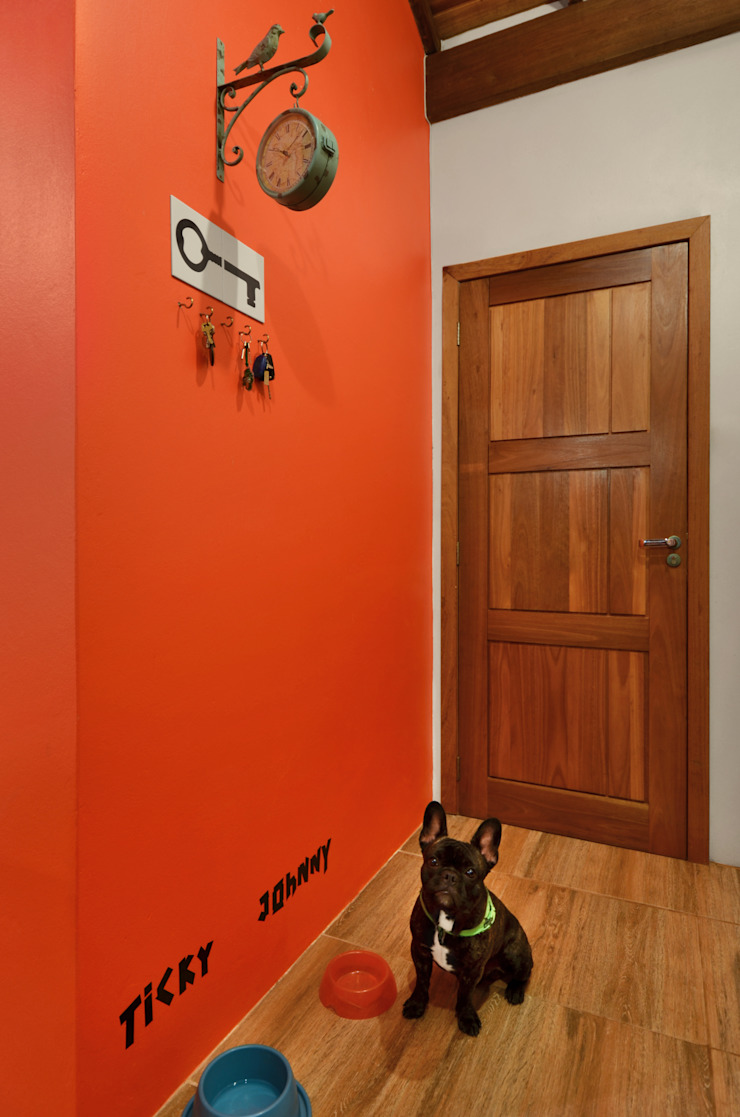 Arquitetando ideias Tropical style corridor, hallway & stairs