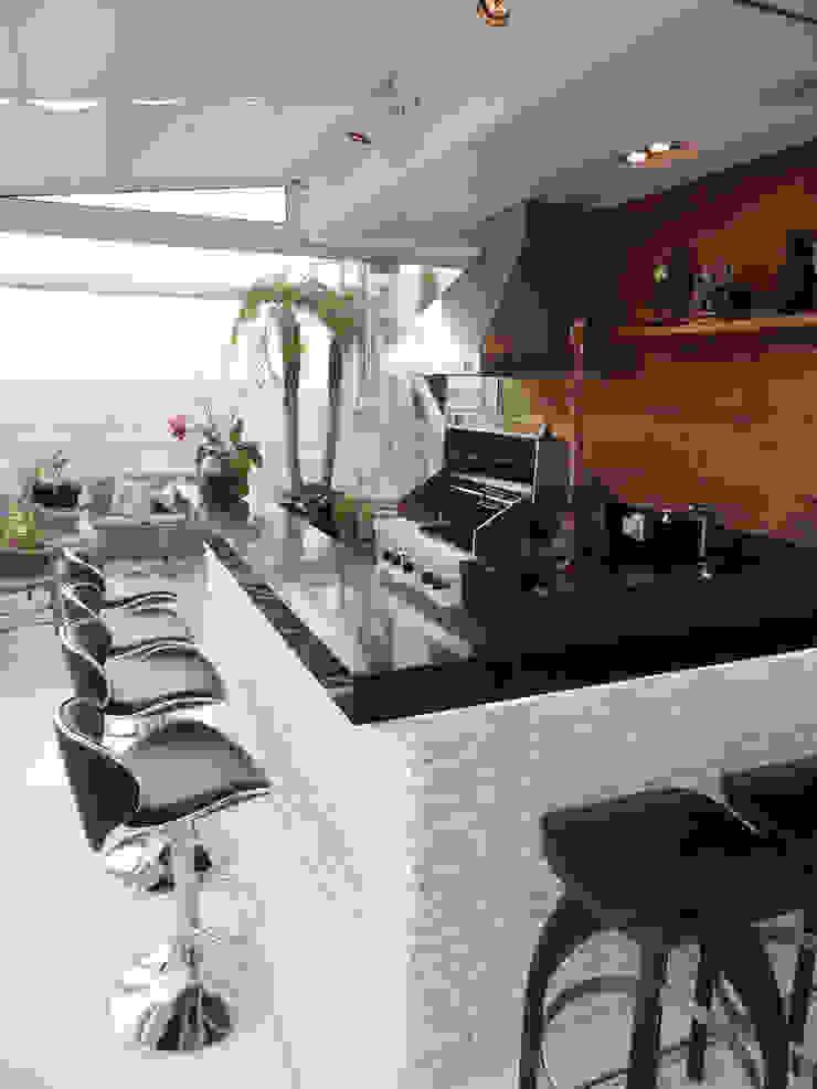 05_Projeto de Interiores Varandas, alpendres e terraços modernos por Paula Carvalho Arquitetura Moderno