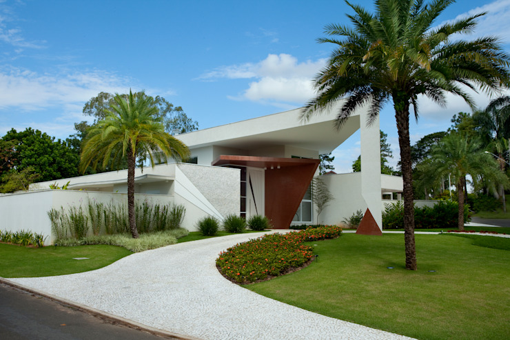 Jardines de estilo tropical de Marcia Joly Paisagismo Tropical