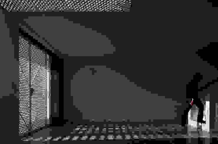 Moradias Manta Rota Salas de estar modernas por Posto9 Arquitectos Moderno