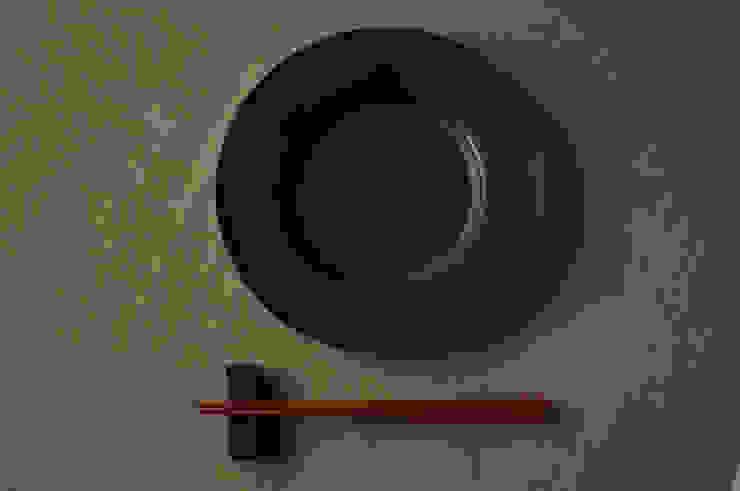 リムプレート rm-3: su-nao homeが手掛けた折衷的なです。,オリジナル 陶器