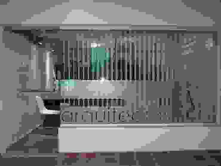 DISEÑO DE VIDRIERA ESTUDIO BS ARQUITECTAS Oficinas y bibliotecas de estilo moderno de BS arquitectas - Beltramo + Scantamburlo Moderno