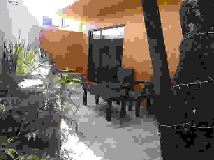 Diseño terraza casa 10 Balcones y terrazas modernos de konSeptA arquitectos Moderno