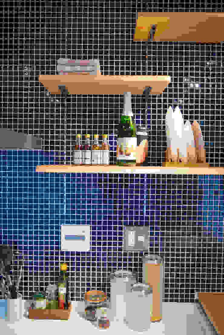 キッチン可動棚: アーチアンドドリームが手掛けた素朴なです。,ラスティック
