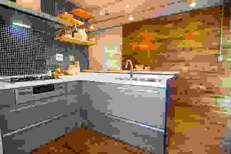 キッチン&天然無垢材: アーチアンドドリームが手掛けた素朴なです。,ラスティック