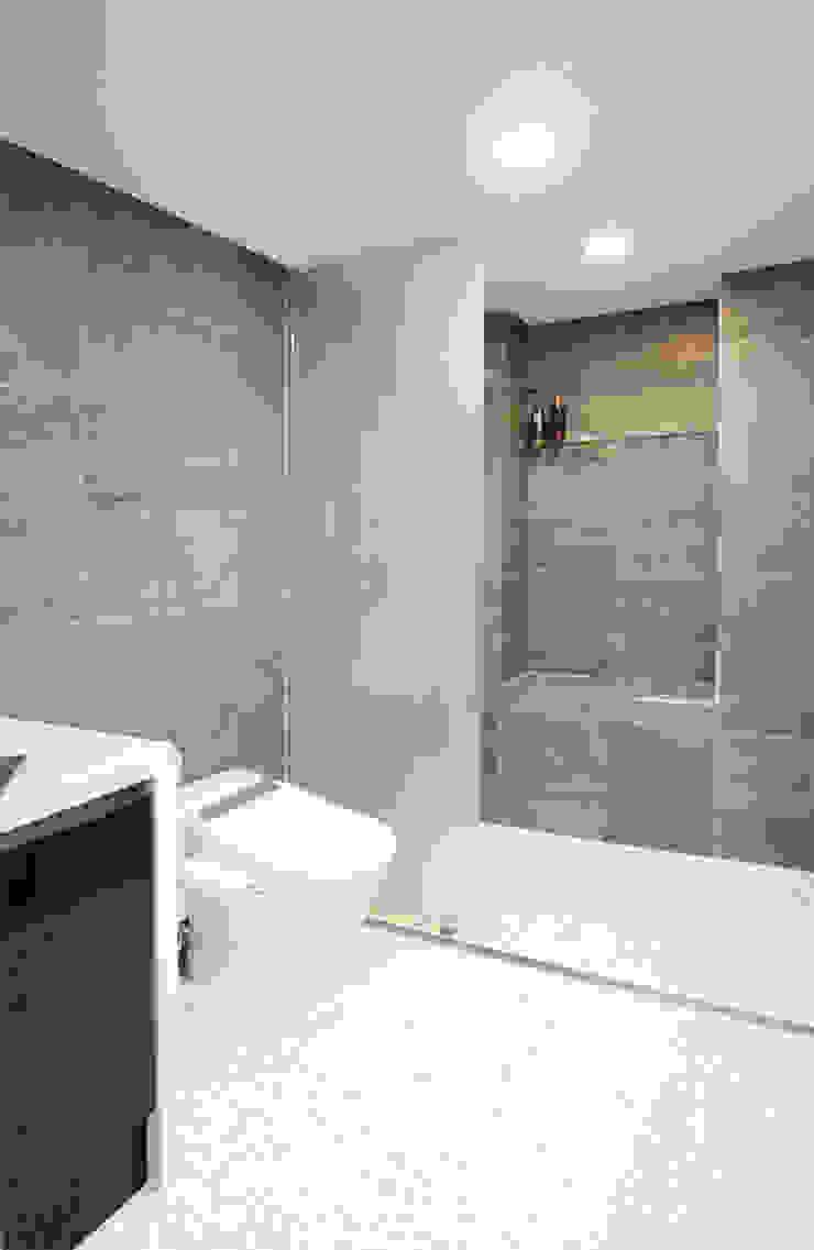 유니크&컬러풀 인테리어의 완성! 모던스타일 욕실 by 필립인테리어 모던