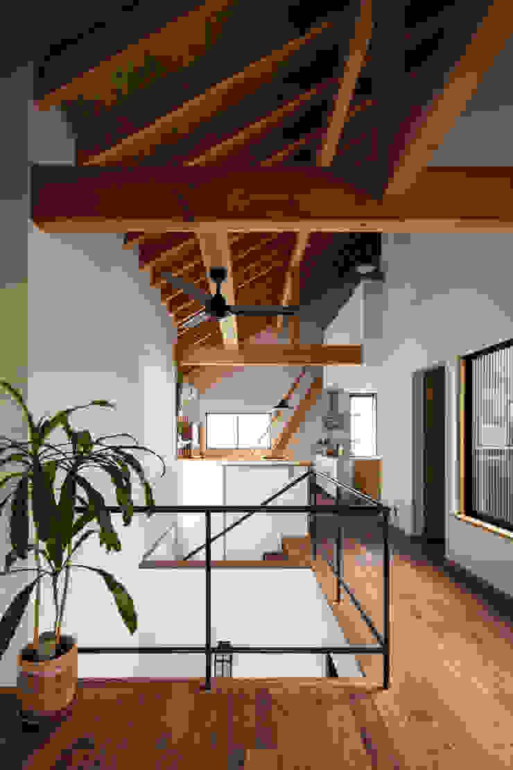 Livings modernos: Ideas, imágenes y decoración de 藤森大作建築設計事務所 Moderno