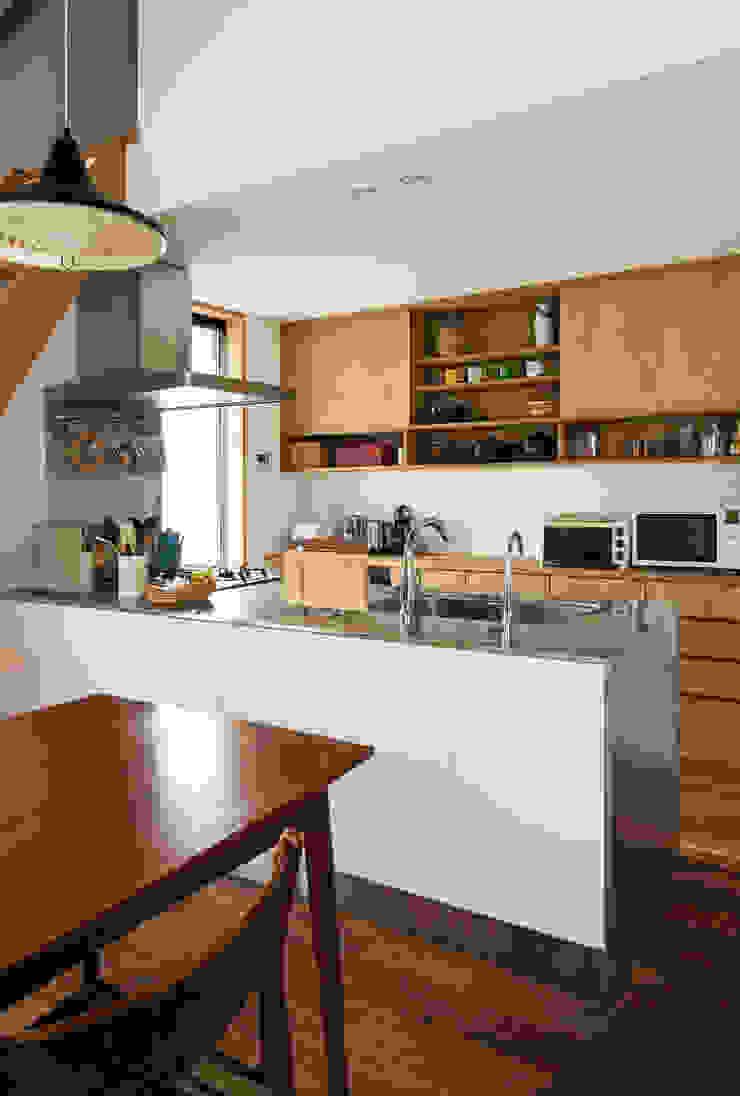 Cozinhas modernas por 藤森大作建築設計事務所 Moderno