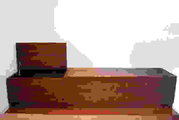 収納ベンチ: 株式会社 3rdが手掛けた現代のです。,モダン 無垢材 多色