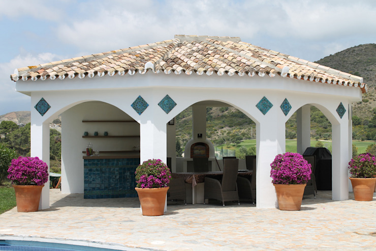 A splash of colour for a home BBQ: mediterranean  by Gvega Ceramica, Mediterranean Ceramic