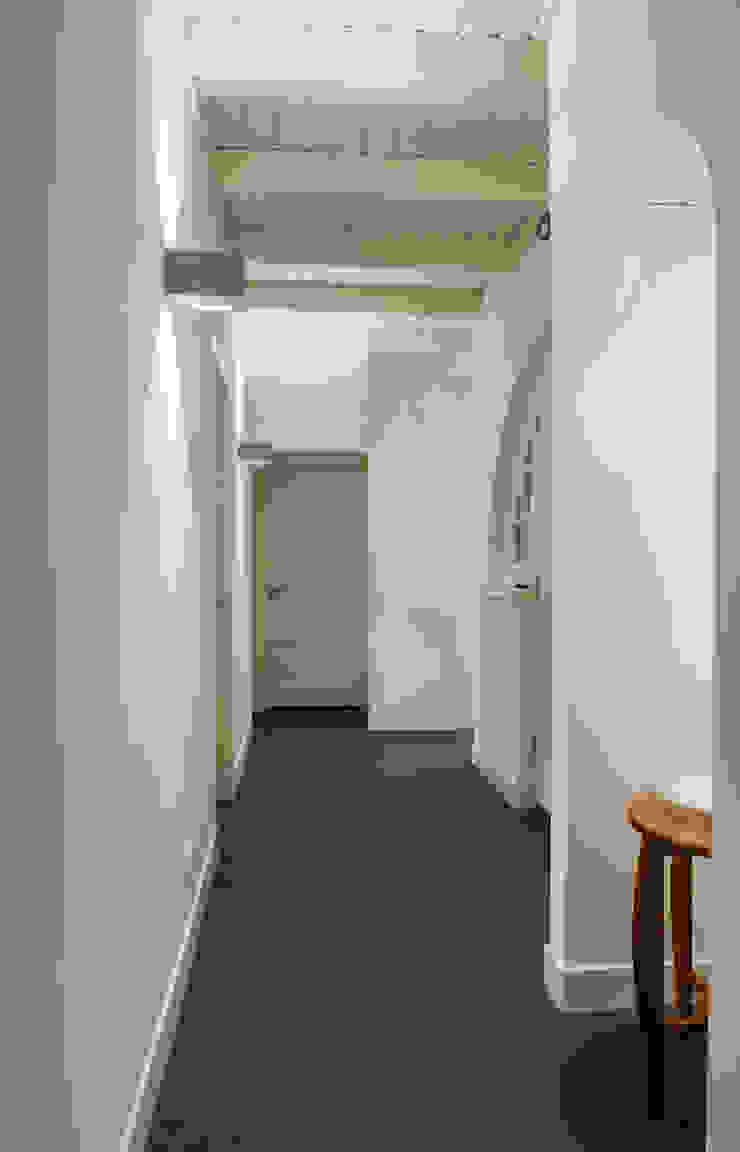 WOONHUIS HOLTEN Moderne gangen, hallen & trappenhuizen van Maas Architecten Modern