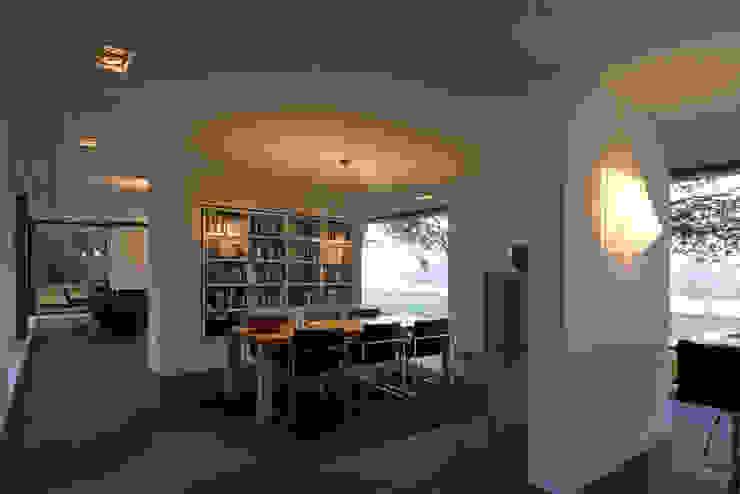 WOONHUIS GORSSEL Moderne eetkamers van Maas Architecten Modern