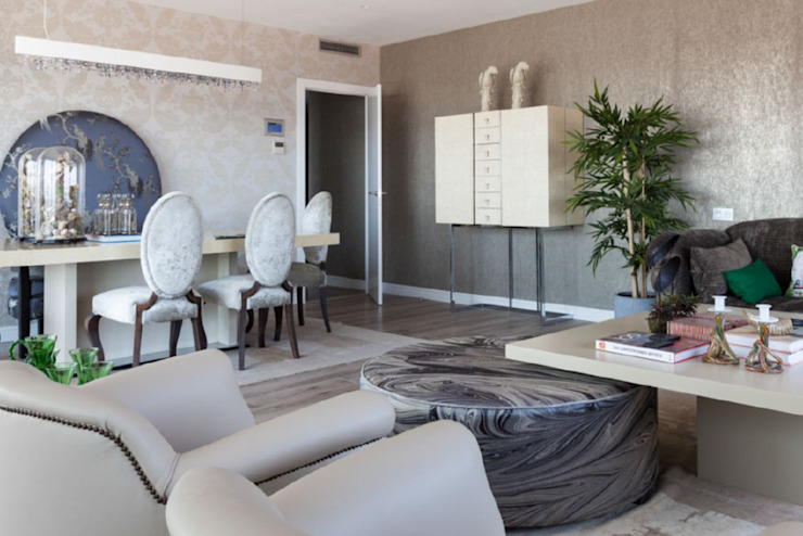 Decoración elegante y moderna para un salón comedor en Poblenou Salones de estilo ecléctico de INEDIT INTERIORISTAS Ecléctico