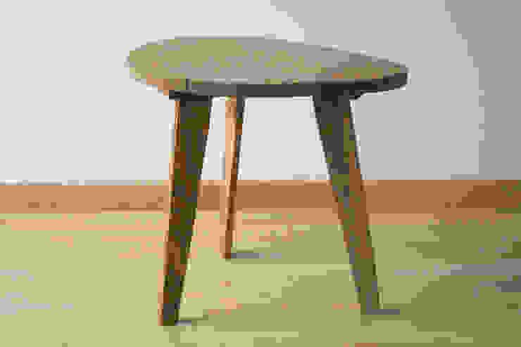 Table de chevet / Petite table basse en bois de récupération:  de style  par Charles' Woodies, Rustique