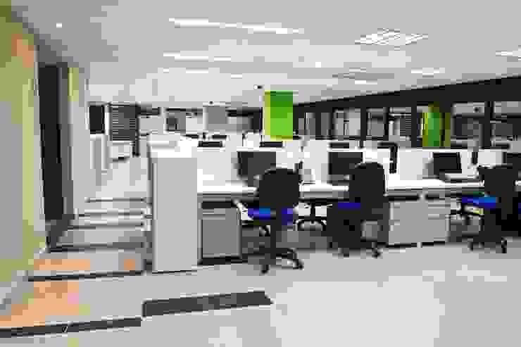 Colpensiones Estudios y despachos de estilo moderno de Qualittá Arquitectura Moderno Aglomerado