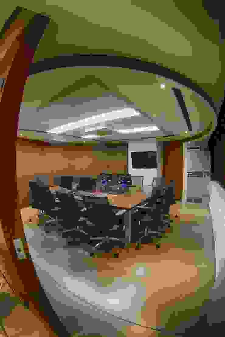 Sala de Juntas Salas modernas de Qualittá Arquitectura Moderno Derivados de madera Transparente