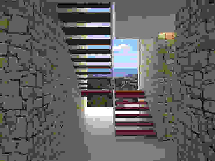 Casa Hoff Pasillos, vestíbulos y escaleras de estilo moderno de ABestudio de Arquitectura Moderno