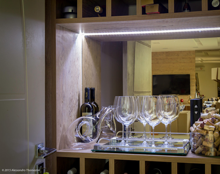Wine cellar by Adriana Leal Interiores,