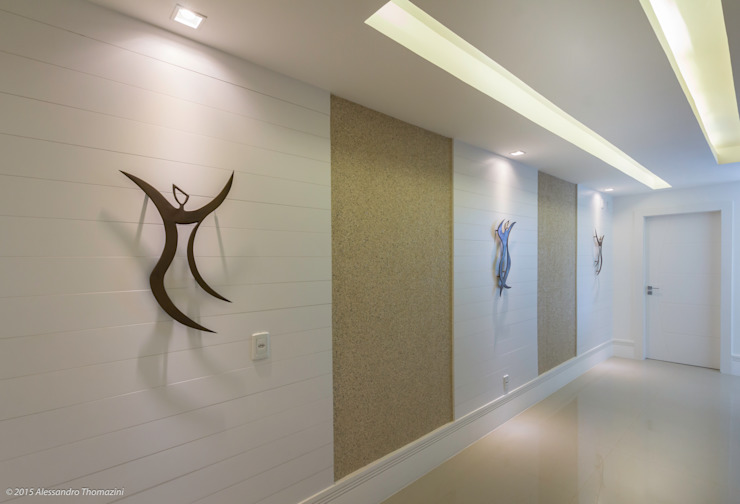Modern Corridor, Hallway and Staircase by Adriana Leal Interiores Modern