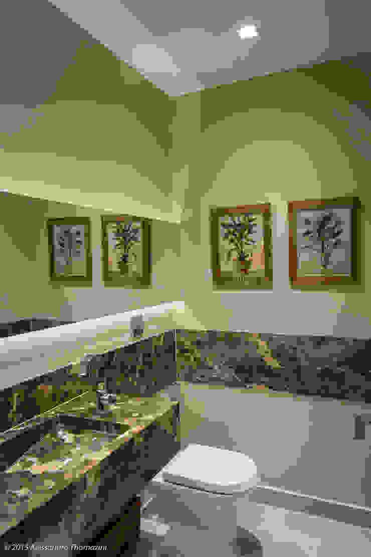 現代浴室設計點子、靈感&圖片 根據 Adriana Leal Interiores 現代風 大理石