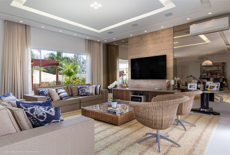 Modern living room by Adriana Leal Interiores Modern Wood Wood effect