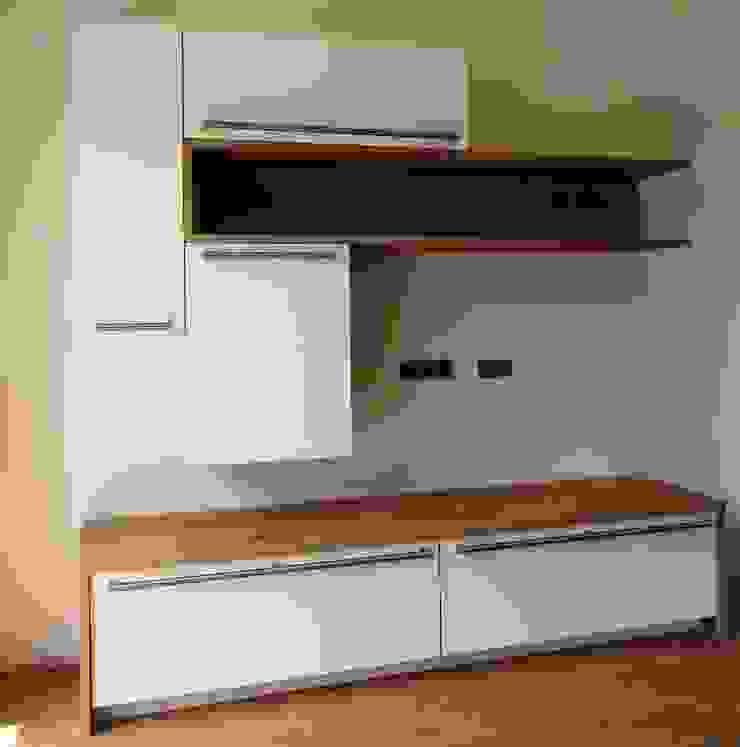 Wohnzimmer: modern  von Küchenklick,Modern