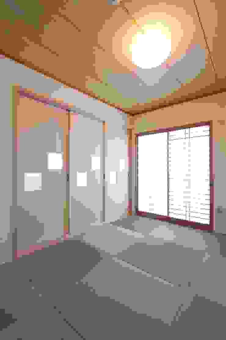 Galaxy -ギャラクシ-: 有限会社横田満康建築研究所が手掛けた現代のです。,モダン